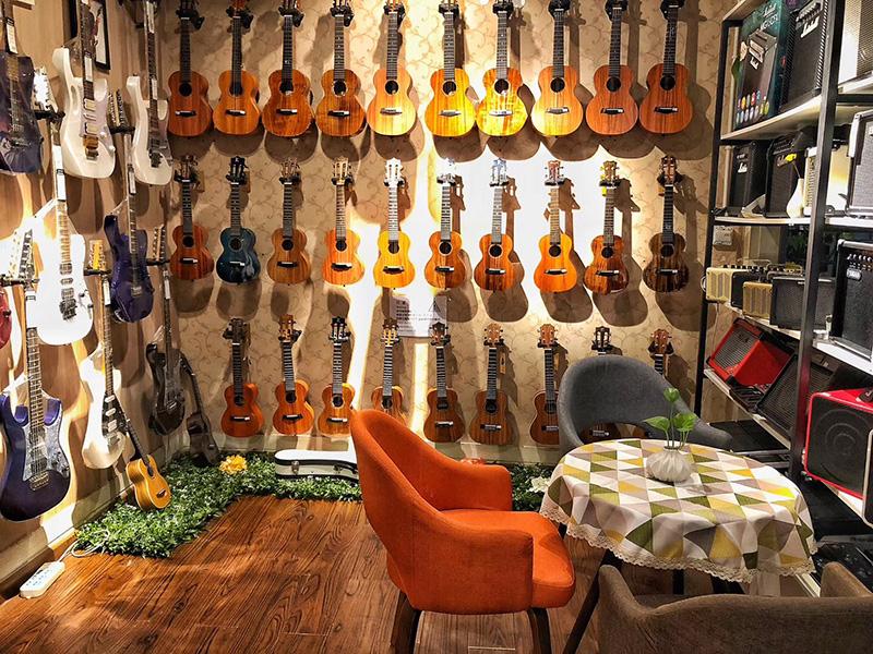 1946伟德国际始于英国电吉他租赁